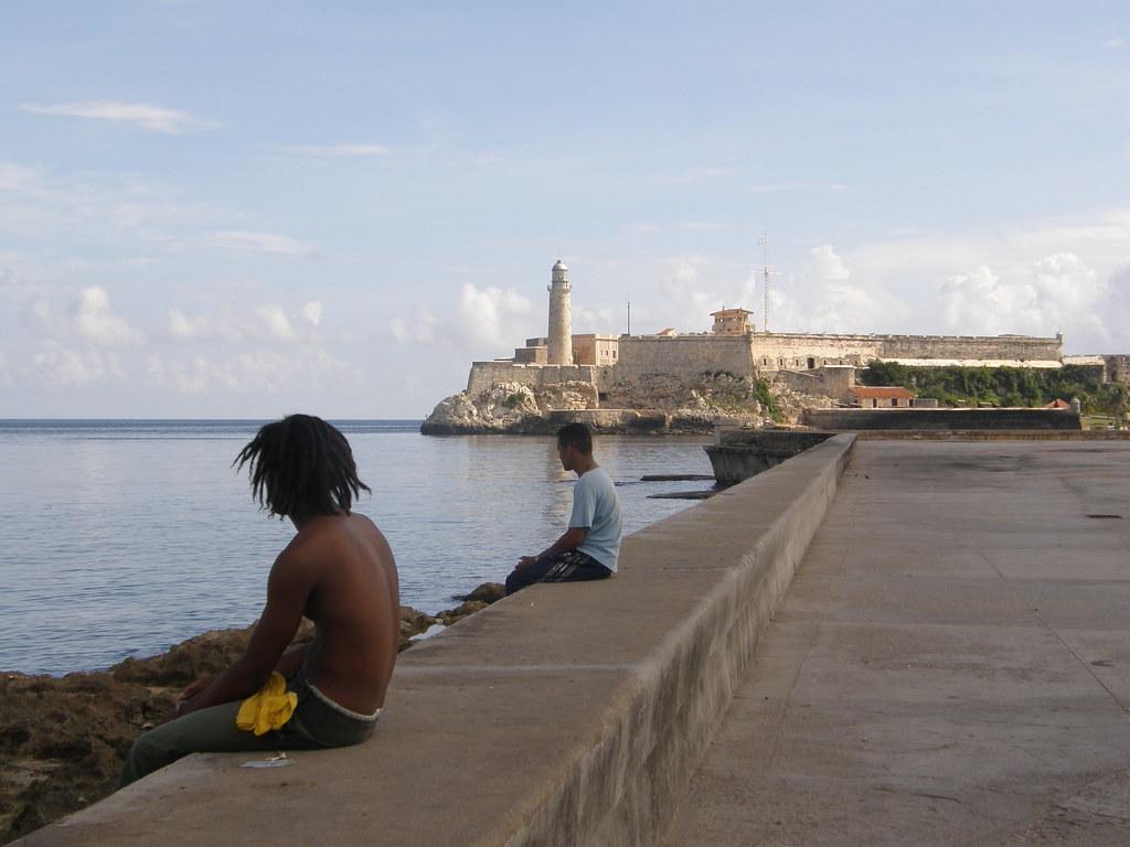 Sentados en el Malecón