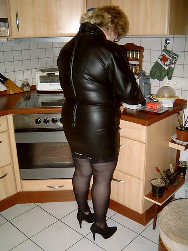 kochen im lederkleid ledergirl1963 flickr. Black Bedroom Furniture Sets. Home Design Ideas