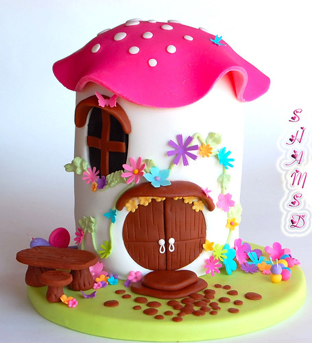 Toadstool House Cake | by ~Très Chic Cupcakes by ShamsD~