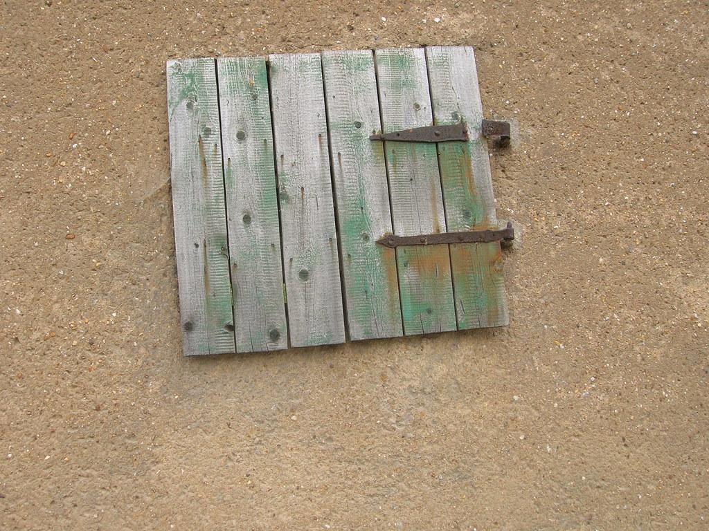 nice wooden hatch | i wonder where it goes to? | ttooddd