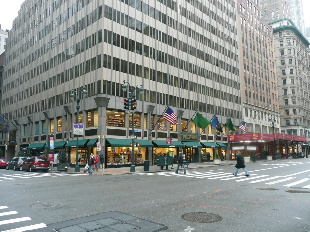 Barnes And Noble Manhattan 5th Ave Two Stories Great Corn Flickr