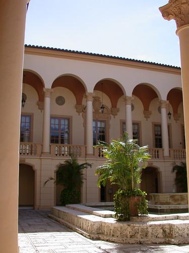 Fullerton Hotel Courtyard Room Size