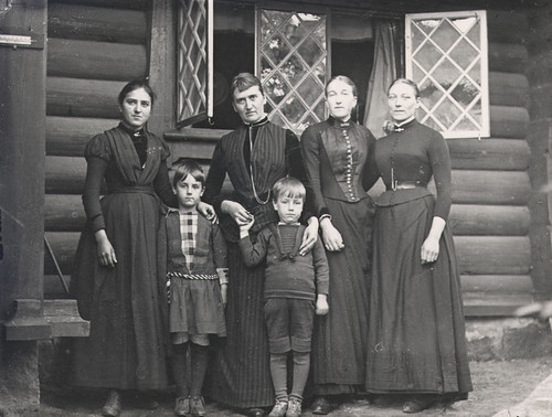 Servants and Curman's children, Lysekil, Sweden | by Swedish National Heritage Board