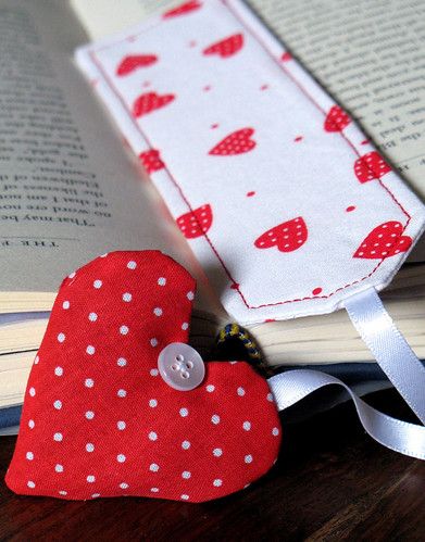 Polka-dot heart bookmark | by apple cottage company
