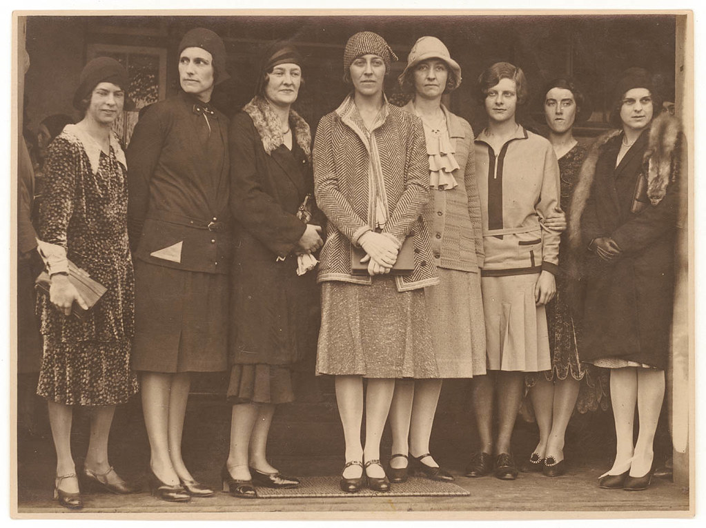 amy johnson friends 1930 photographed by sam hood flickr