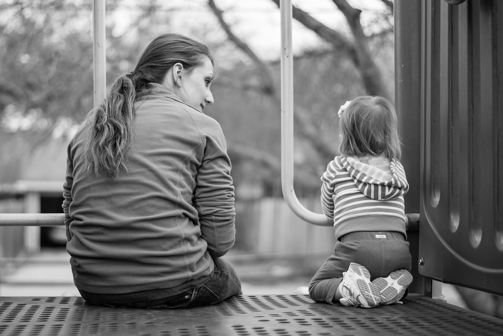 Samotnie wychowuje dziecko choć ma męża. Nie wie, czy potrafi tak dłużej żyć