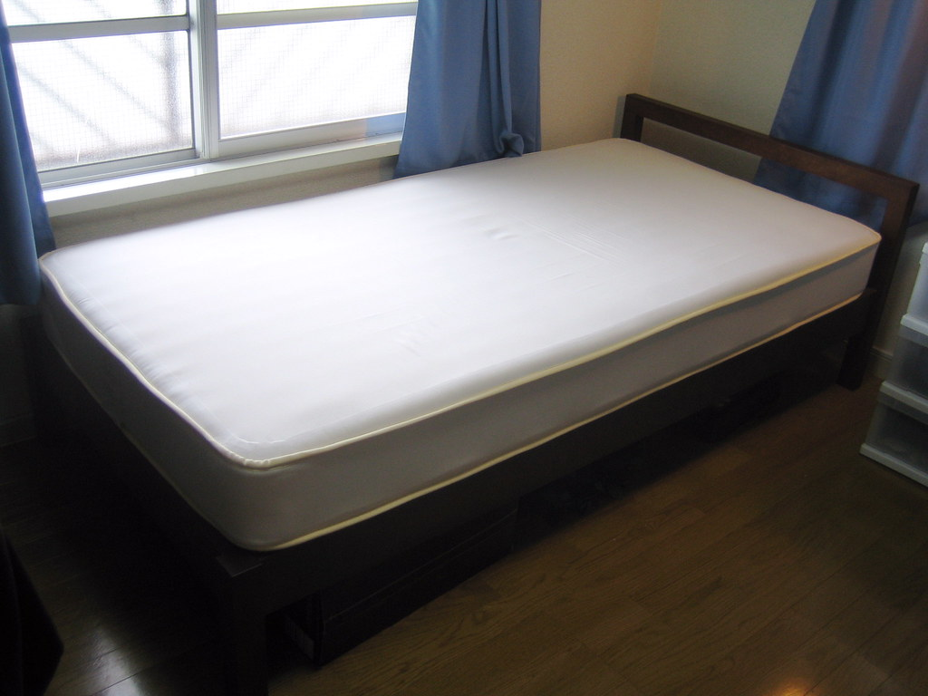 Muji Bed | 2-year old Muji single bed. 102 cm Wide by ~ 200c… | Flickr
