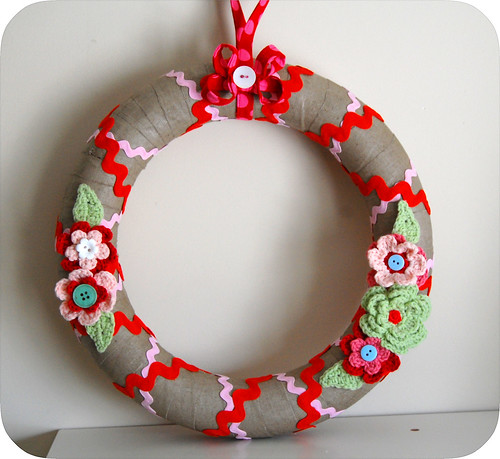 Linen Christmas Wreath | by GoingSewCrazy