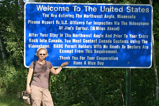 Sign at the US/Canadian border | by Ryner12