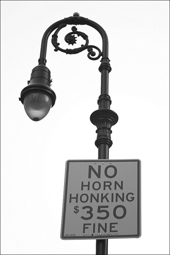 NO HORN HONKING | by loop_oh