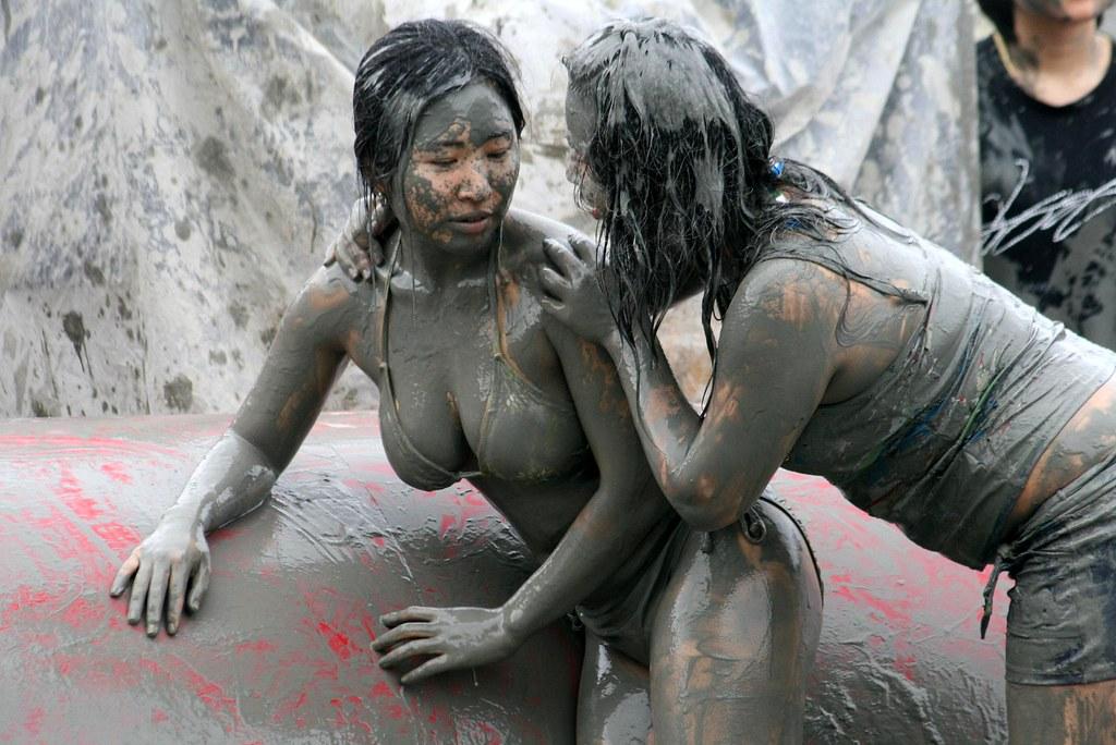 Naked japanese girls outdoor