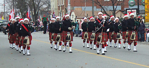 Mississauga Santa Claus Parade , November 30, 2008 / Streetsville Pipes & Drums | by bill barber