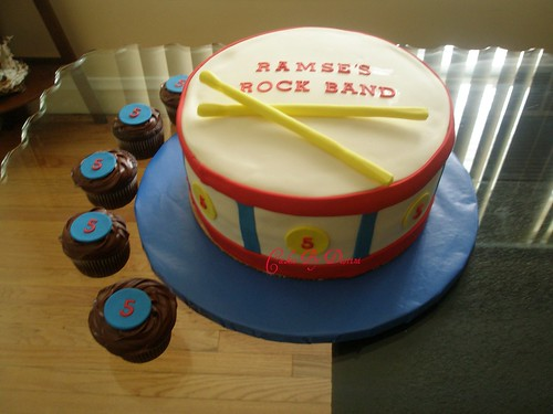 Drum Cake 10 Quot Yellow Cake W Vanilla Buttercream Covered