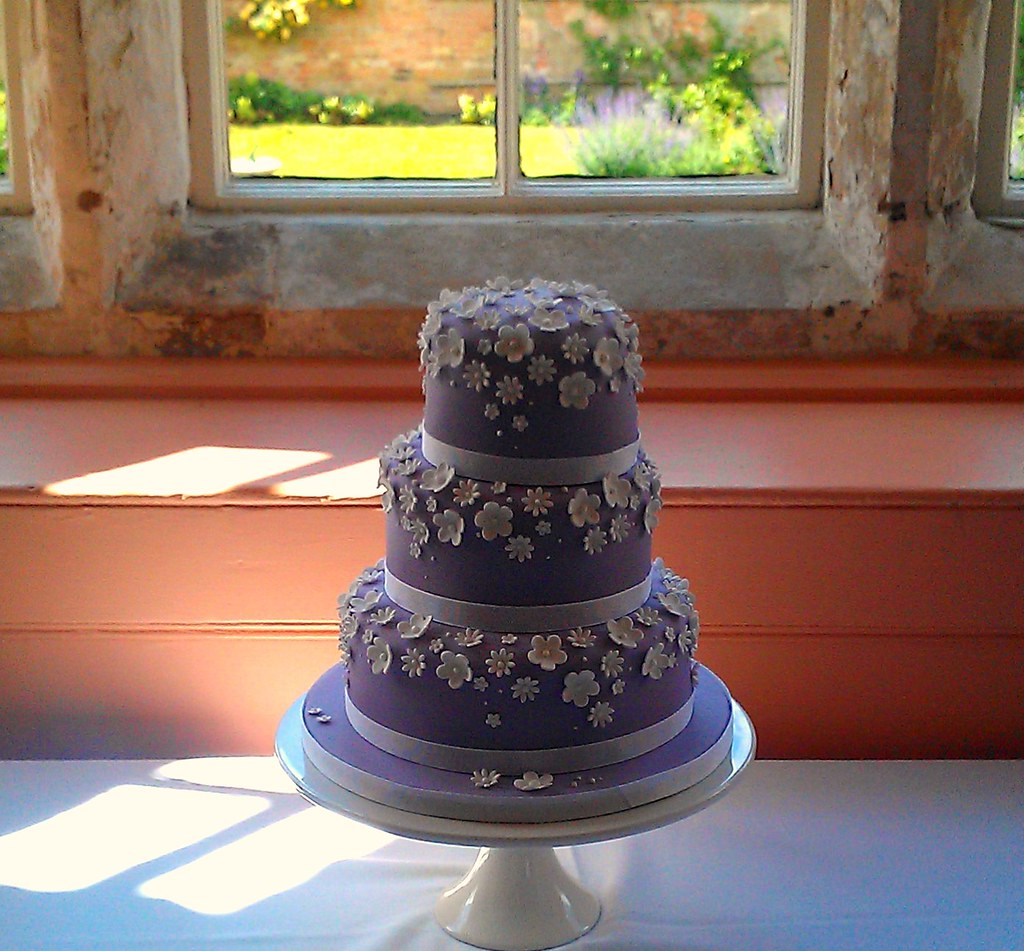 Lilac and white flower wedding cake this was a small 3 tie flickr lilac and white flower wedding cake by star bakery liana mightylinksfo