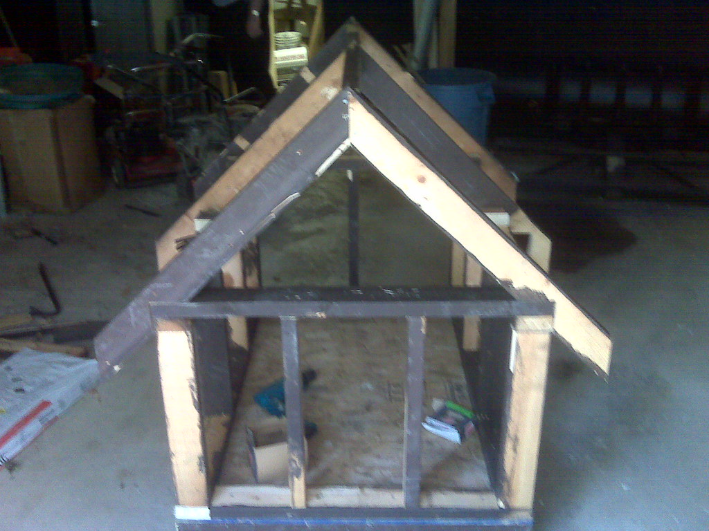 Oscar\'s dog house with roof frame.jpg | Corey (Mobile) | Corey ...