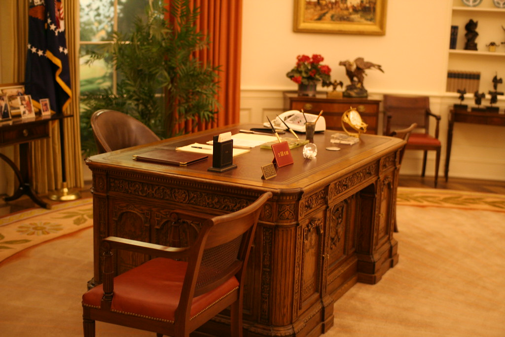 Oval Office 2 Resolute Desk View of the Resolute Desk in Flickr