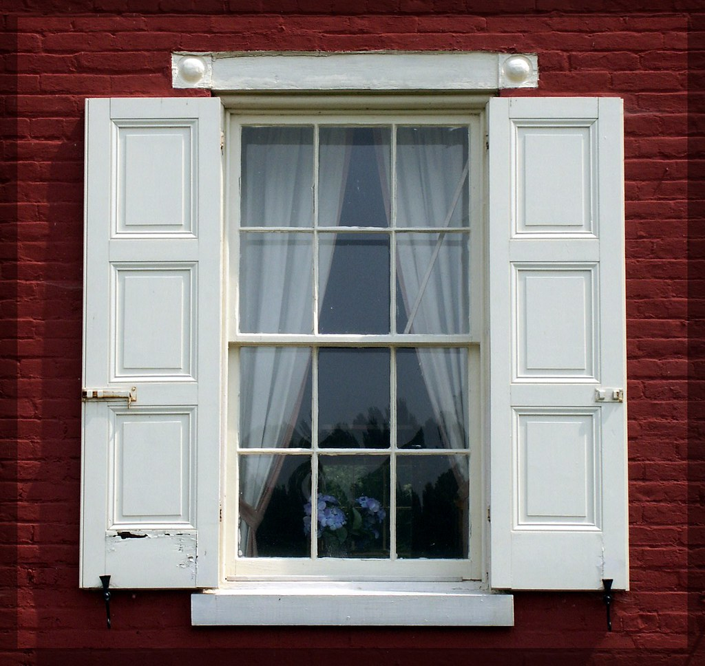 lock house window by ejmphoto