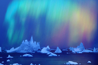 Aurora australis (Southern Light) over icebergs | by zacharycellis