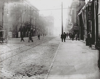 Intersection of Sixth and Walnut Streets | by Missouri Historical Society