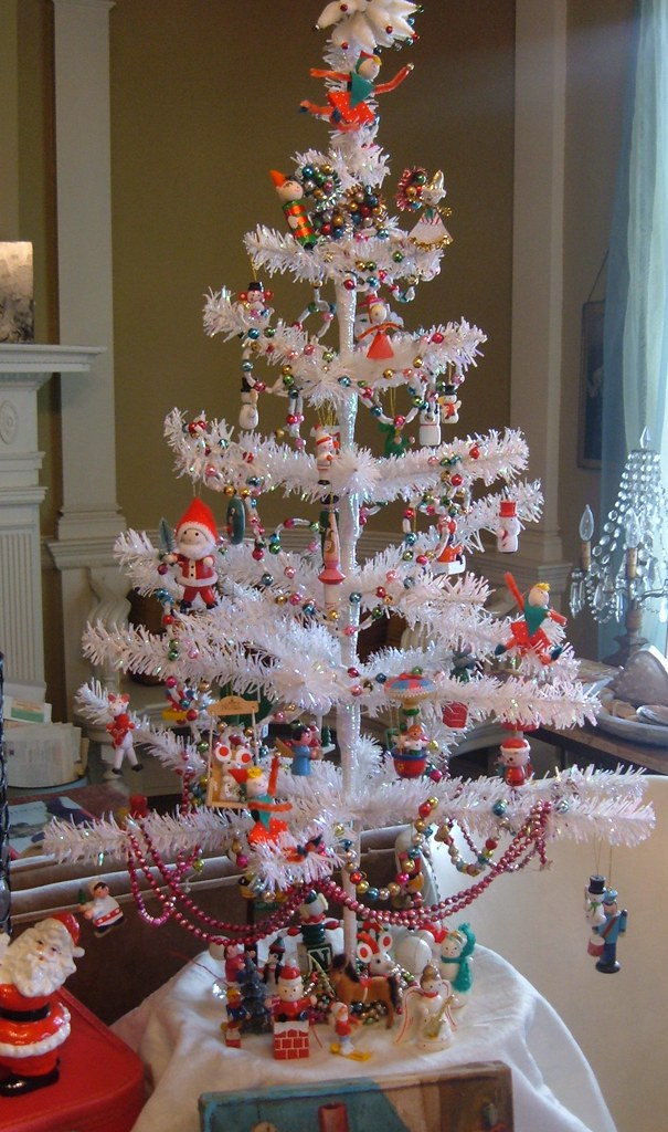 Kitschy Christmas Tree | We always put up a little tabletop … | Flickr