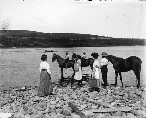 Calling the ferry, St. John River, NB, 1915 (?) | by Musée McCord Museum