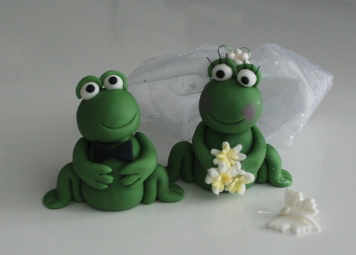 Edible Wedding Bride And Groom Frog Cake Topper