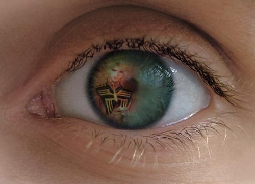 ララァの瞳に映るシャア大佐 みたいな