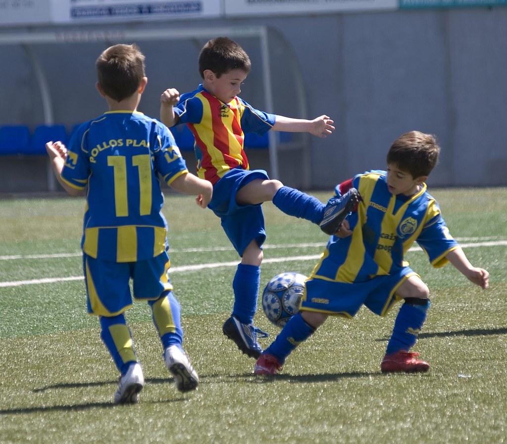 Ninos Jugando Al Futbol Partido En Massamagrell Partido En Flickr