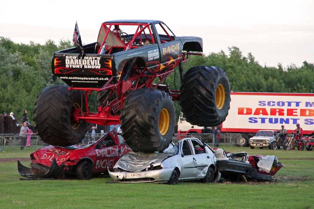 Bandit Monster Truck At Scott May S Daredevil Stunt Show Flickr