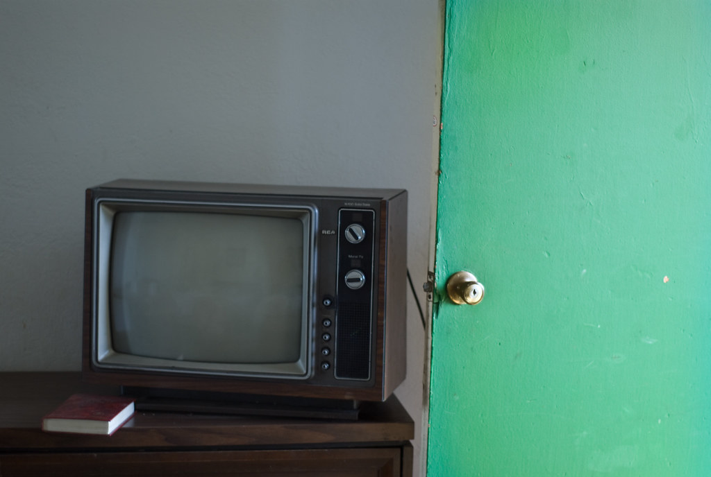 ... old tv with open door @ chinook motel   by gothopotam & old tv with open door @ chinook motel   gothopotam   Flickr pezcame.com