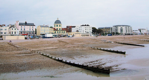 Worthing Sea Front - Looking East | by Jim Linwood