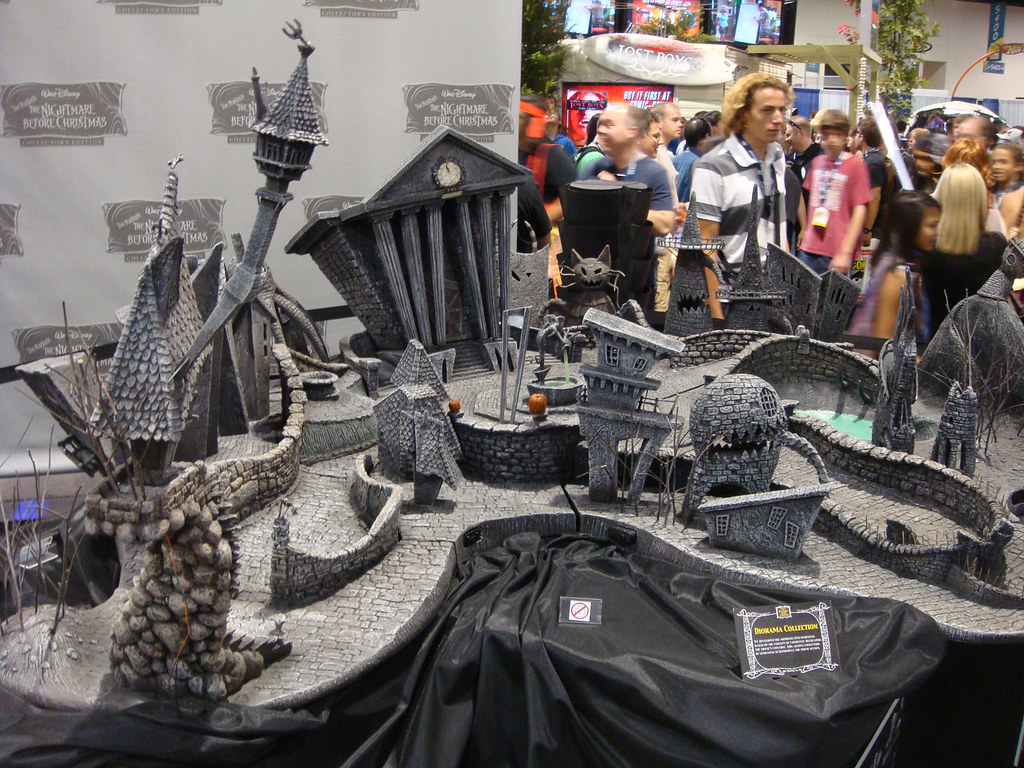 Nightmare Before Christmas town diorama display | The Conmunity ...