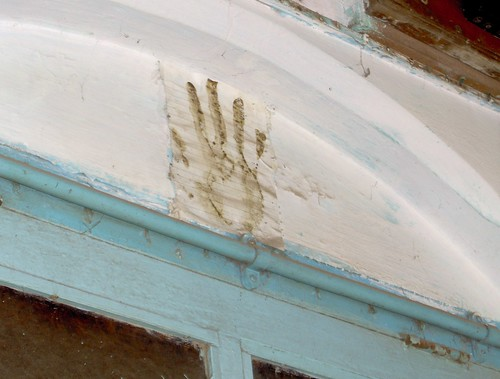 Handprint/mezuzah in Alibag | by rahelm