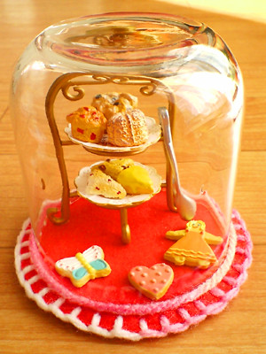 glass dome (muffins, scones & cookies) | by CocoBucci