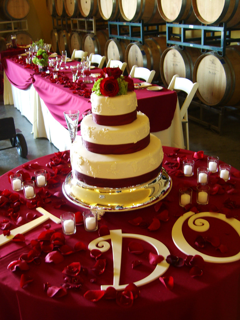 Vineyard Wedding Cake - Table Setup | The beautiful setup fo… | Flickr