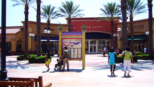 Desert Hill Outlet | by Roca Chang