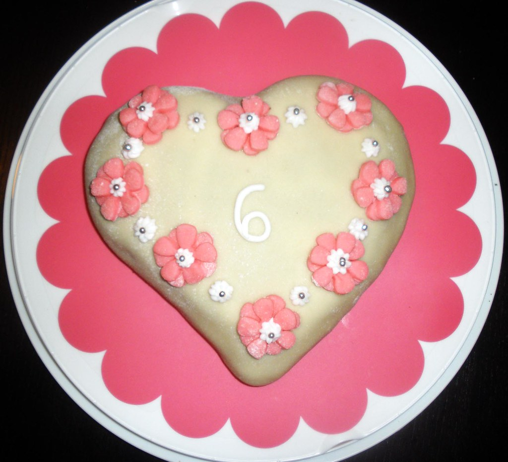 Heart shaped birthday cake with pink flowers gyngyvr kolozsvry heart shaped birthday cake with pink flowers by ripsz izmirmasajfo
