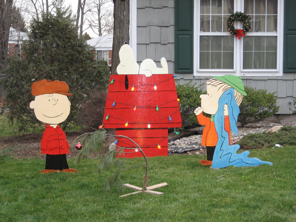 peanuts christmas lawn decorations by bradyurk peanuts christmas lawn decorations by bradyurk - Snoopy Christmas Yard Decorations