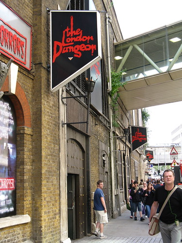 how to get to london dungeon by train
