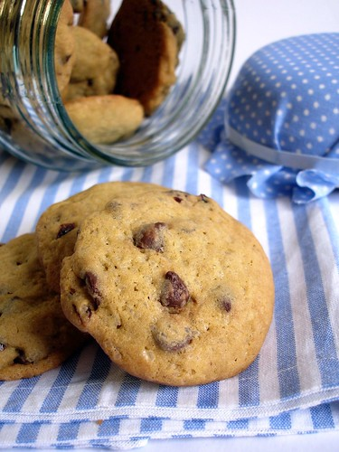 Cherry chocolate chip cookies / Cookies com gotas de chocolate e cerejas secas | by Patricia Scarpin