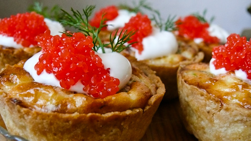 Smoked Salmon, Sour Cream and Red Caviar Mini Quiches | by Кулинарно