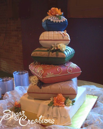 pillow wedding cake photos stack of pillows wedding cake october 2006 fondant 6 18517