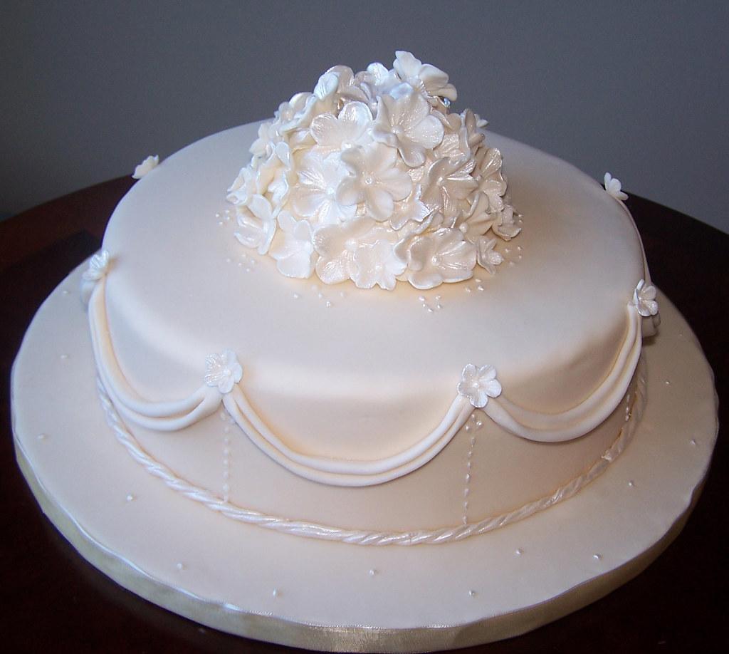 Single tier ivory wedding cake | Beth | Flickr