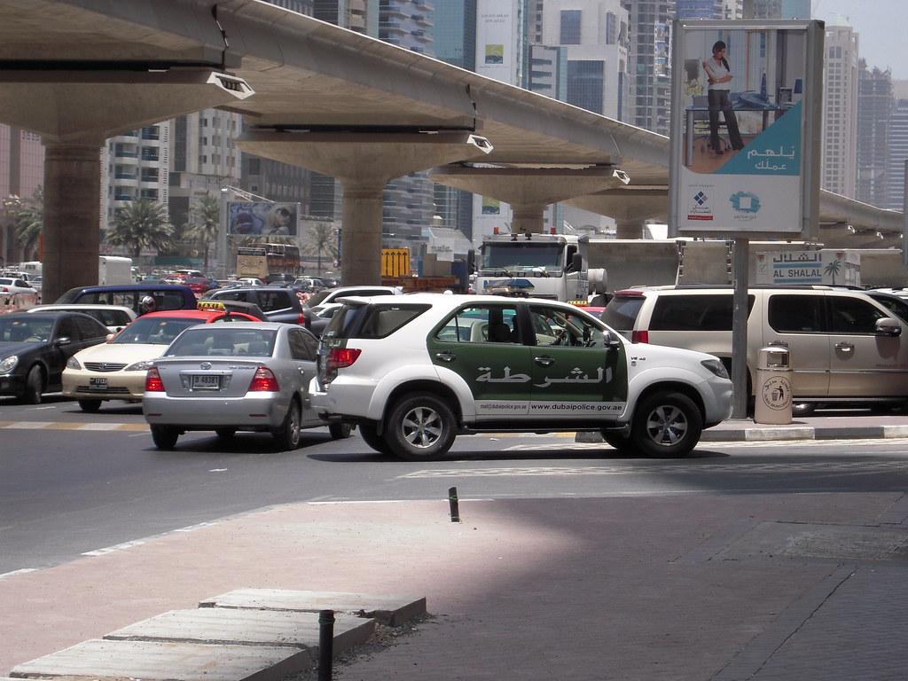 パトカー 駐車 違反