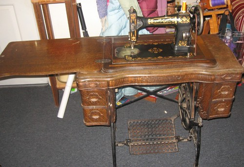 My great grandmother's sewing machine | by cmtigger1