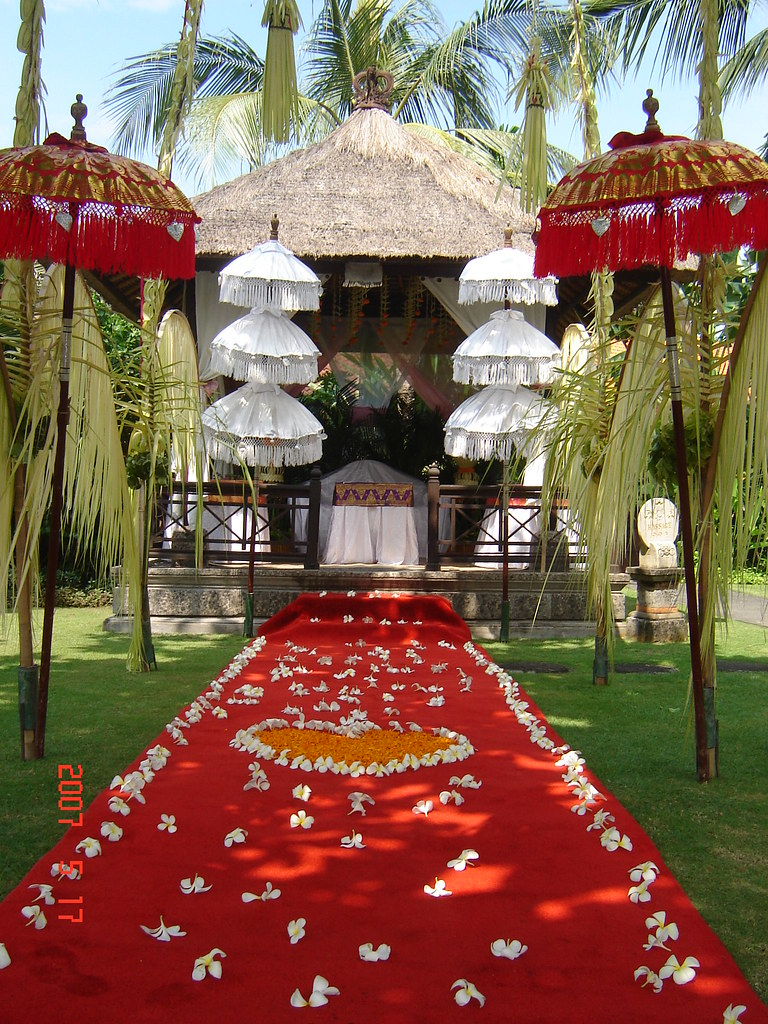 Melia beno balinese wedding decor melia benoa is located j flickr melia beno balinese wedding decor by bali holidays wedding junglespirit Images