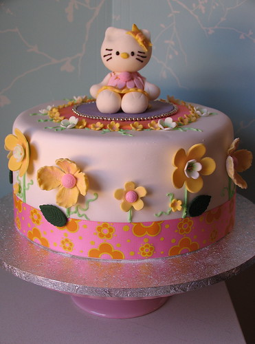 Hello Kitty Cake | by kylie lambert (Le Cupcake)