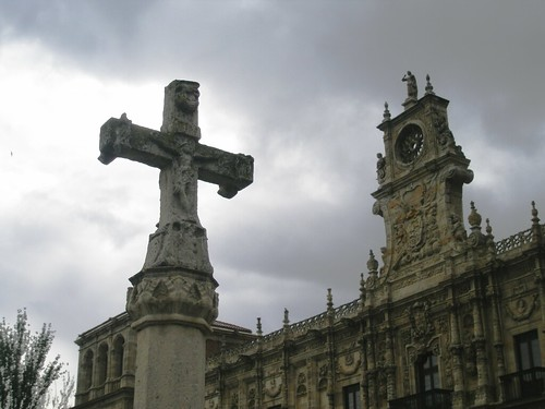 LEÓN. Una cruz en el camino  a Compostela/A cross on the way to Compostela. | by Bernardo del Palacio
