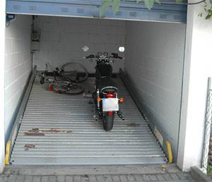 motorrad standsicherung garage doppelparker garage. Black Bedroom Furniture Sets. Home Design Ideas