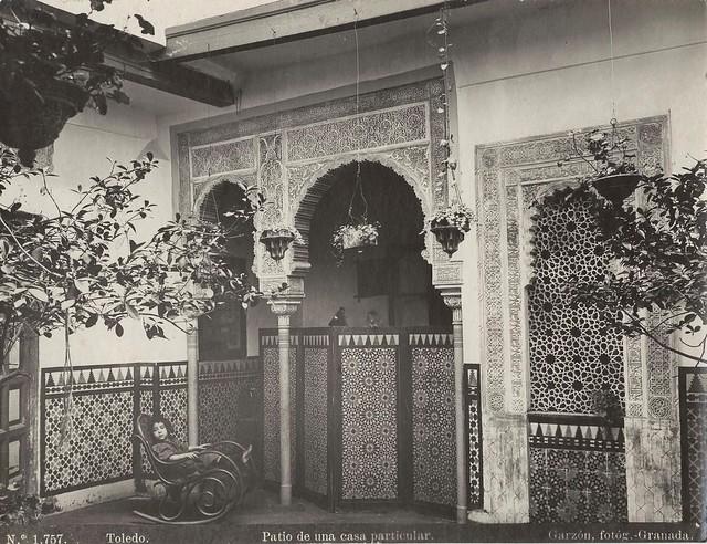 Patio de una casa toledana a finales del siglo XIX. Era propiedad de Ricardo Barajas, pintor y está en la Calle Cristo de la Luz. Fotografía de Rafael Garzón